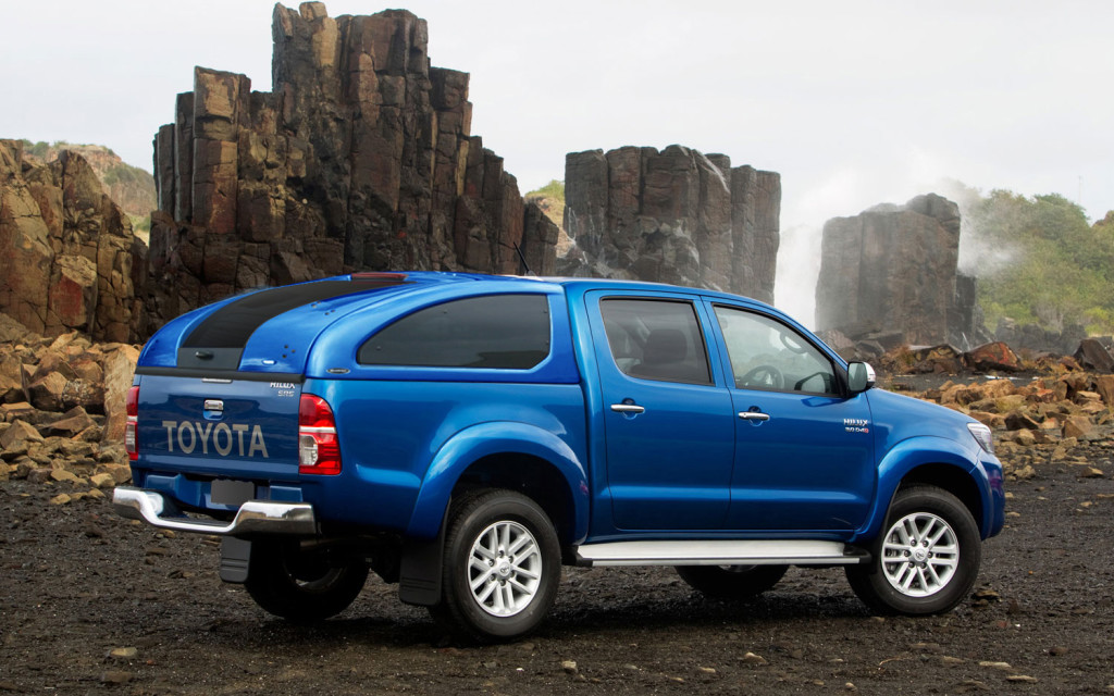 Toyota-Hilux-4x4-Double-Cab : toyota hilux tray back canopy - memphite.com
